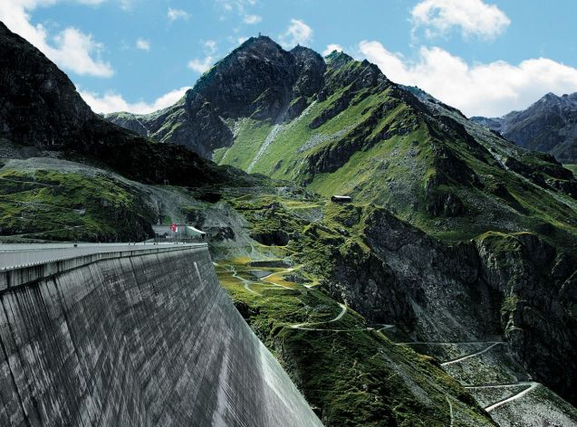 Spectacular dams have been on the agenda since Chris Pointon's adventures at the 'Goldeneye' Moiry Dam earlier this summer (see the video). Just an hour's drive west of Moiry, in south west Switzerland, is Grande Dixence. It may lack the James Bond heritage but it has an equally interesting road winding up to its north east corner, with the added bonus of the keenly priced Hotel du Barrage at the top. Photo Grande-Dixence.ch