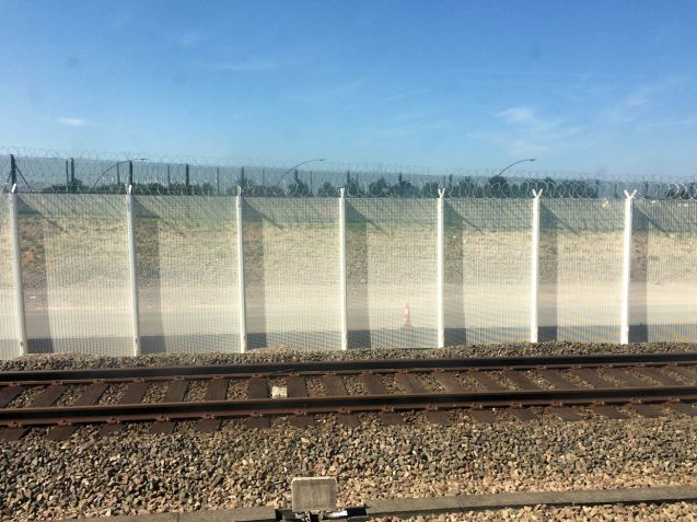 New security fencing at Eurotunnel in France is clearly not up to the task. Photo @DriveEurope.