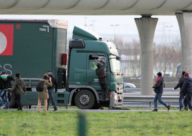 A migrant attacks a truck driver with a lump hammer in Calais today in violent scenes described by the FTA as 'unprecedented'. Photo via Les Calaisiens en Colere/Facebook.