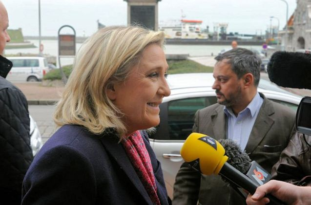 Marine le Pen on a visit to Calais Chamber of Commerce on 1 December. Photo via MarineLePen2015.fr