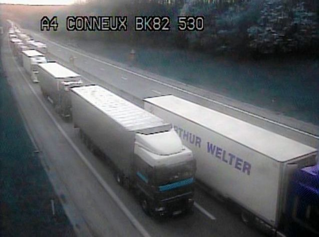 Truck drivers block the E411 Namur-Arlon (Brussels-Luxembourg) on Friday.