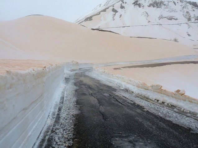 Big sandstorms in the Sahara have combined with strong southerly winds to drop a layer of fine sand across Europe, not least on Col du Galibier in the French Alps.