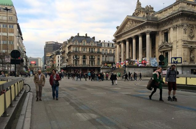 Brussels city centre no-car zone looking north up major thoroughfare Anspachlaan with the Beurs stock exchange on the right. Photo @DriveEurope