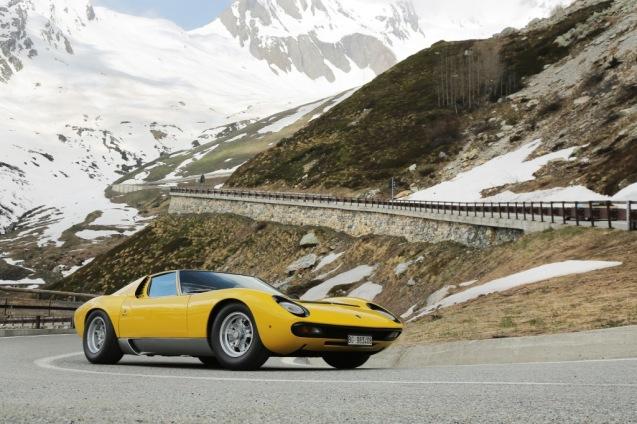 Lamborghini-Miura-on-Passo-del-Grand-San-Bernardo