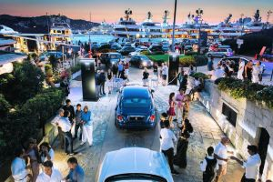 Rolls-Royce kicks off the 'International Summer Season' with the opening of its by-now traditional pop-up dealership on the Promenade du Port in Porto Cervo, on Sardinia's Cost Smeralda.