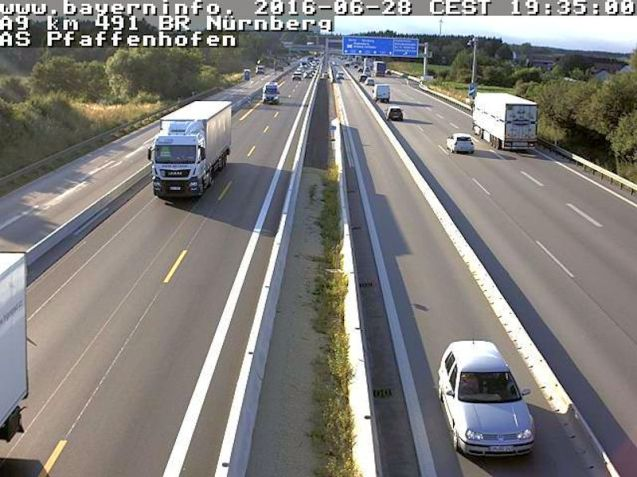 The A9 Nuremberg-Munich at Pfaffenhofen gets the works this summer: narrow lanes, contraflow and reduced speed limit. Avoid at all costs. Photo Bayern.info