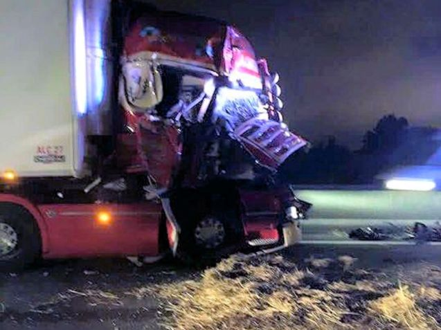A second serious overnight crash on the Calais port road this week. Photo : Les Calaisiens en Colere