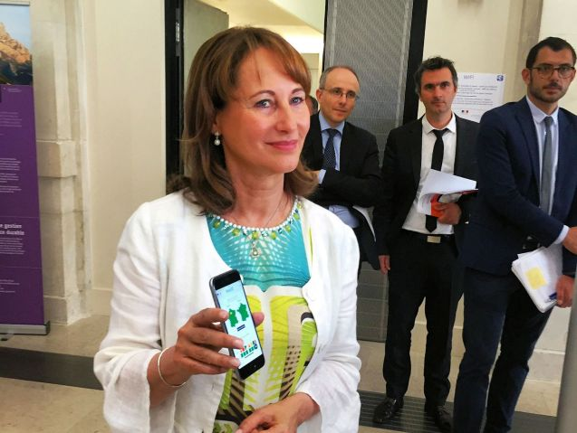 French Ecology minister Segolene Royale unveils an updated 'Bison Fute' traffic app. Available for iOS and Android, it contains traffic forecasts and real-time info, updated every 3-6 minutes.