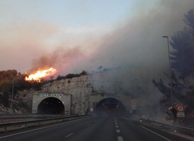 The A7 north of Marseille threatened by wildfire yesterday. Photo @SDIS13